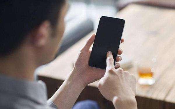 手机屏幕脏了怎么办?闪电修教你如何清洁手机屏幕