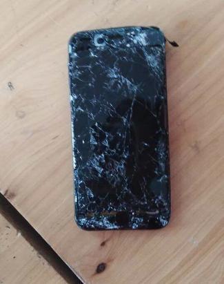 苹果7严重摔碎