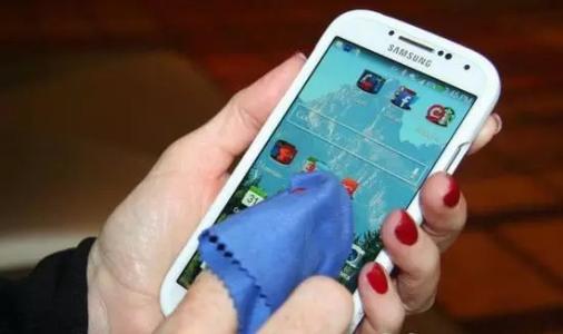 手机屏幕脏了怎么办