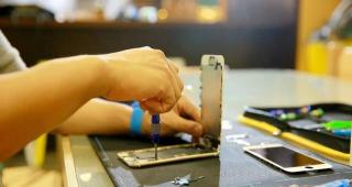 闪电修工程师维修手机