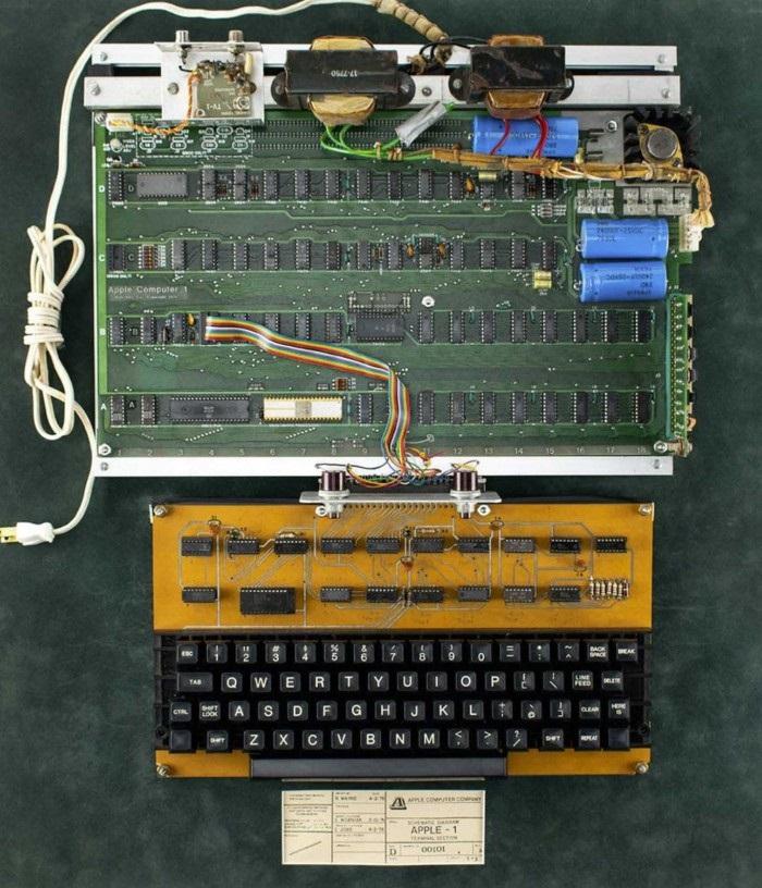 458711美元!一台全功能苹果Apple-1电脑被成功拍下
