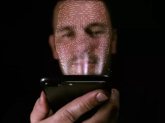 苹果新专利曝光,喜欢躺着玩手机的人注意了!